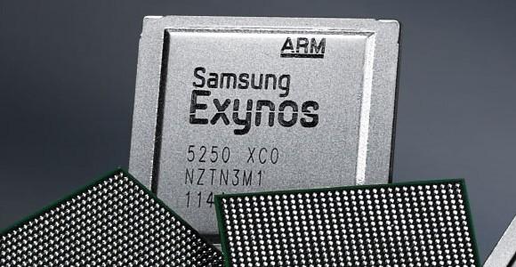 Смартфон оснащён 4,7-дюймовым amoled-дисплеем с разрешением 960х540 пикселей, четырёхъядерным процессором exynos 3475